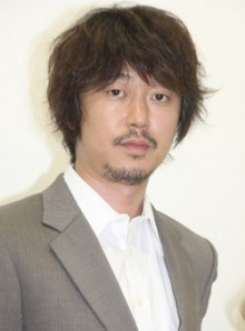 デザイン髭の男性芸能人新井浩文